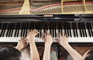 2 pianists playing duet