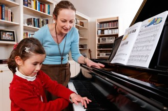 piano-teacher-child