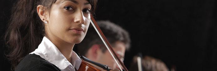 portrait-woman-violinist-banner