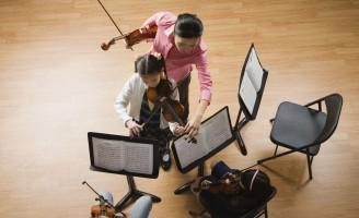 teaching-violin-students